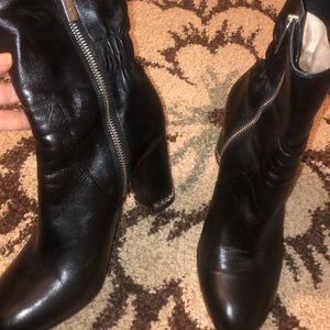 Michael Kors BLK Leather Boot. Size 7